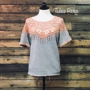 Gimmicks by BKE PINK and gray lace top beautiful